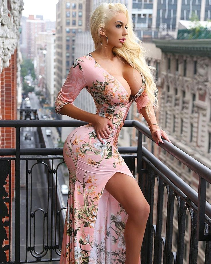 Nicolette Shea taking off her sexy lingerie and exposing her flawless curves № 519302 бесплатно