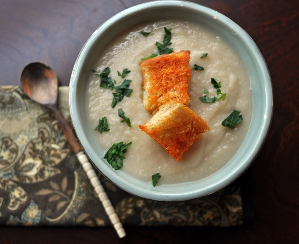 Creamy Cauliflower and Garlic Soup | Soup's On! | Pinterest