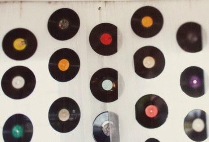 Des vinyles pour d corer les murs guirlandes d co de f te pint - Deco avec disque vinyl ...