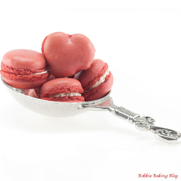 Strawberry cream macarons | French Macarons | Pinterest