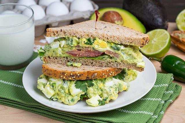 Avocado egg salad sandwich | Yummy dinner & meals | Pinterest