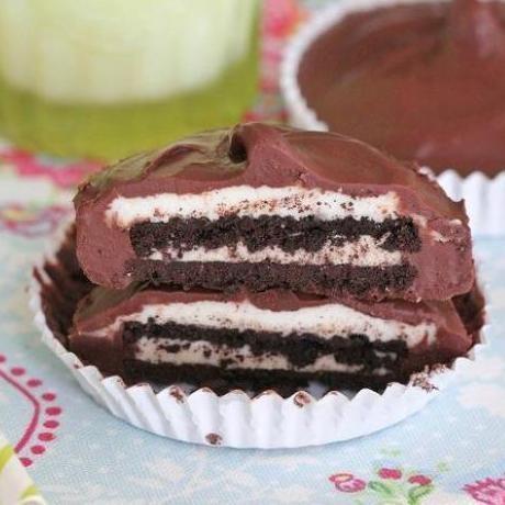 Chocolate Oreo Buttercream Cups   Recipes   Pinterest