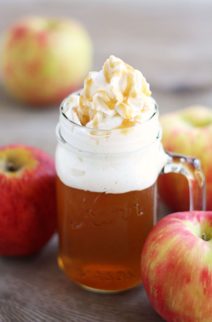 The best signature cocktail for your fall wedding? Spiced apple cider!!