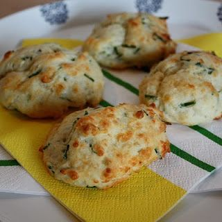 cheddar chive biscuits via Linzers in London