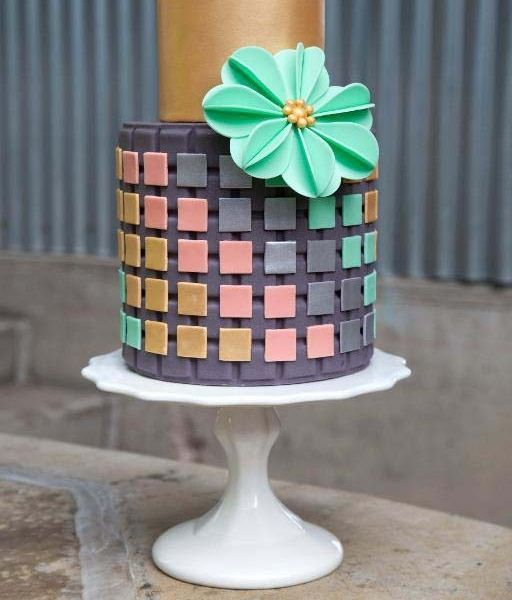 Pretty Cake With Squares Applique Pattern