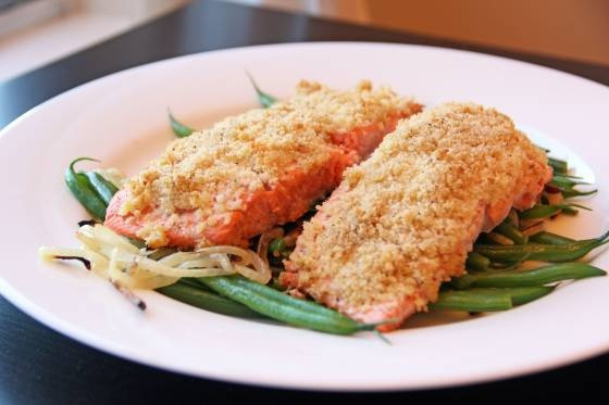 Honey Mustard Salmon with Green Beans and Onions | Feastie