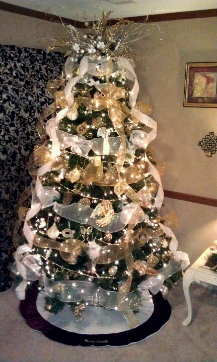 White and gold christmas tree christmas pinterest for White christmas tree gold