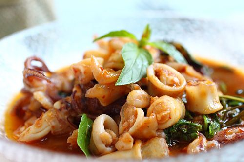 ผัดกะเพราปลามึก) Thai Basil Squid