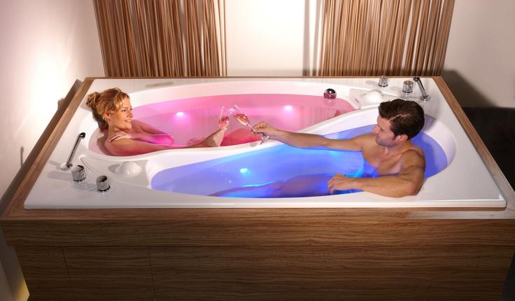 wellness badewanne f r 2 personen badezimmer ideen. Black Bedroom Furniture Sets. Home Design Ideas