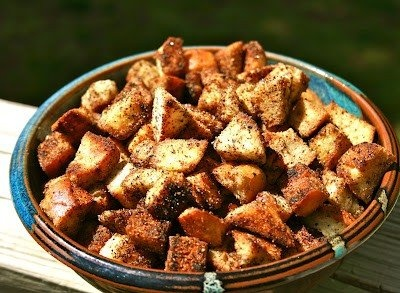 croutons flavored with garlic, basil, thyme and salt for soups ...