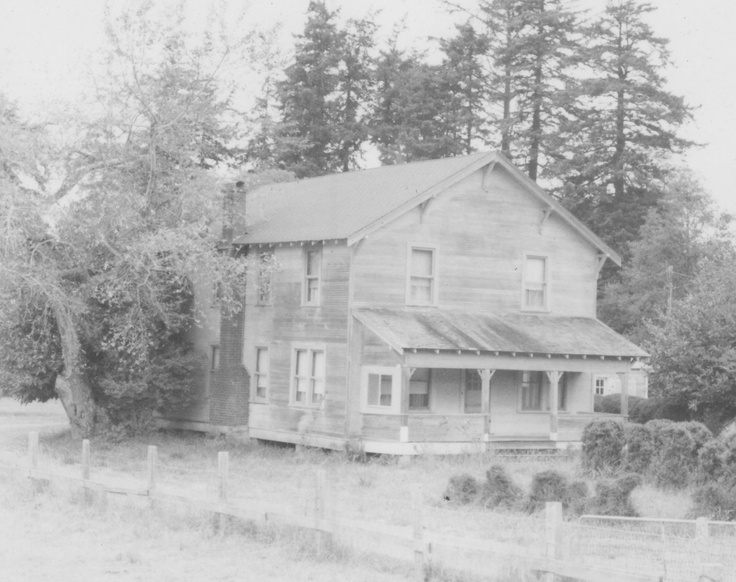 Old farm house between Port Orford and Bandon, Oregon