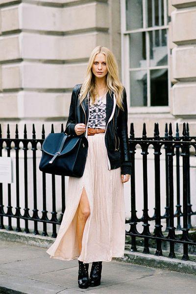 レザージャケットとロングスカート