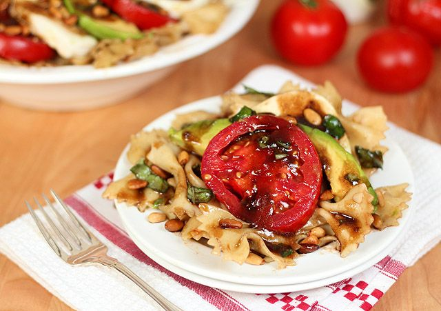 Avocado, Tomato, Mozzarella and Basil Pasta Salad with Pine Nuts | Re ...