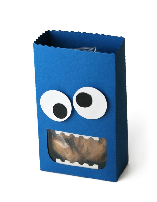 too cute.. make a gift bag that looks like Cookie Monster to package some homemade chocolate chip (or other flavor) cookies