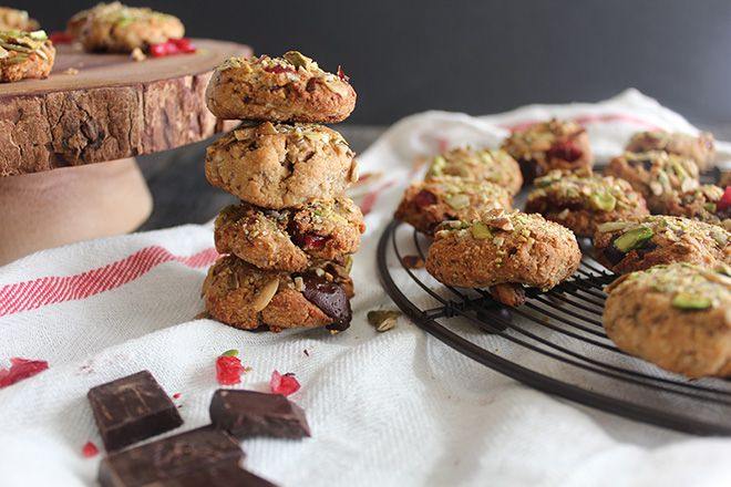 Pistachio Crusted Chewy Chocolate Chip Cranberry Cookies ...
