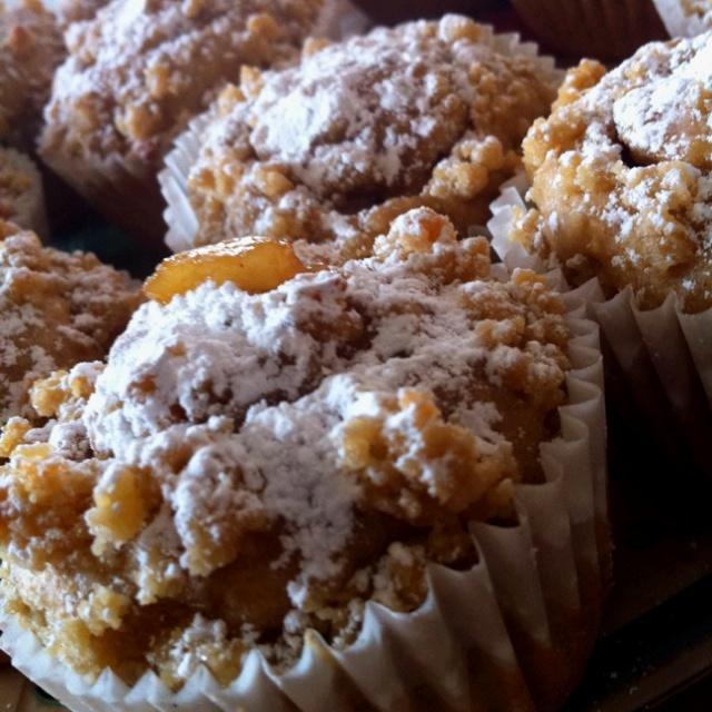 Apple cinnamon crumble cupcakes ! | Desserts backwards is stressed ...