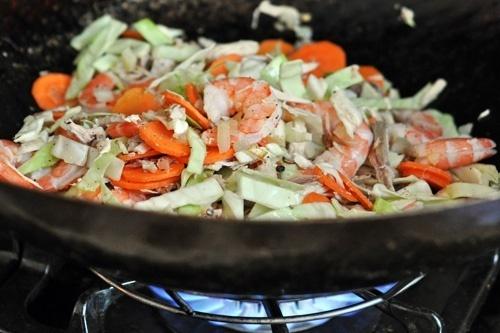 Pancit Bihon Recipe (Filipino Fried Rice Noodles) yummmmmm food-and ...
