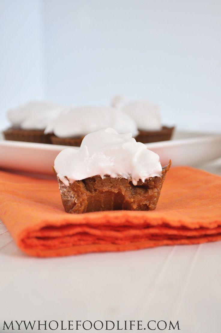 Make these Paleo Pumpkin Pie Cupcakes in just minutes! NO flour, NO refined sugar and totally delicious! #vegan #glutenfree #pumpkin #paleo