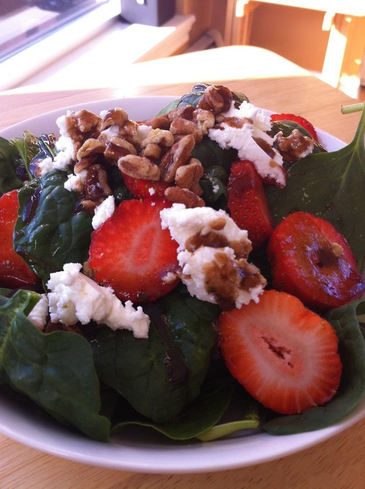 Spinach salad with goat cheese strawberries and walnuts. Dressing ...
