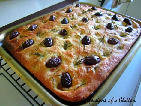mini fruit pizzas mini focaccia bread with red onion olive and ...