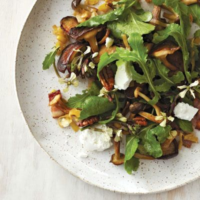 ... bacon but why have I never thought of putting sauteed mushrooms in a