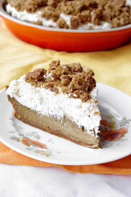 Cinnamon Crunch Pumpkin Pie by kellylovescupcakes, via Flickr
