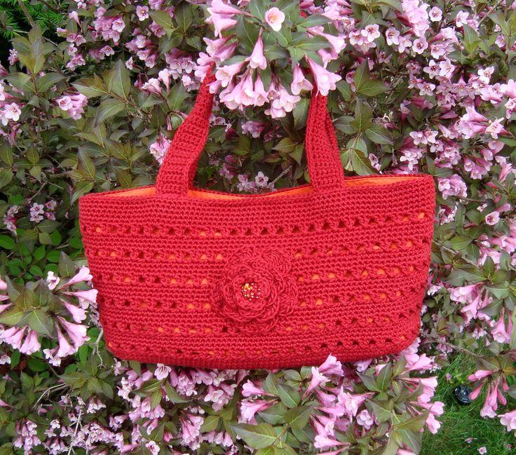 ... crochet http://www.pinterest.com/CoronaQueen/crochet-bags-totes-purses