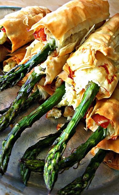 Prosciutto, Goat Cheese, and Asparagus Phyllo Pastry Bundles...