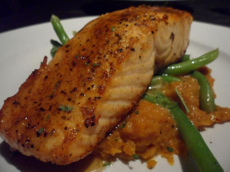 served with spicy amp sweet mashed potatoes amp steamed green beans ...