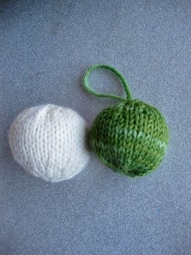Knitted Ball Pattern : free pattern. knit christmas balls. Crafty Pinterest