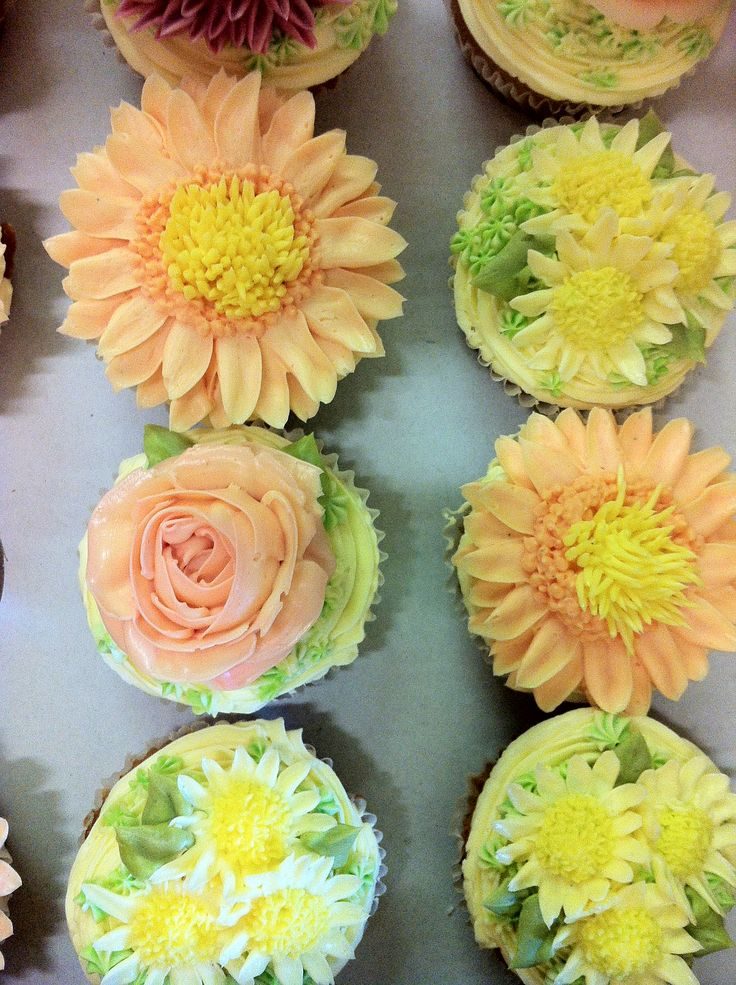 Buttercream flowers for wedding cupcakes | Cakes | Pinterest