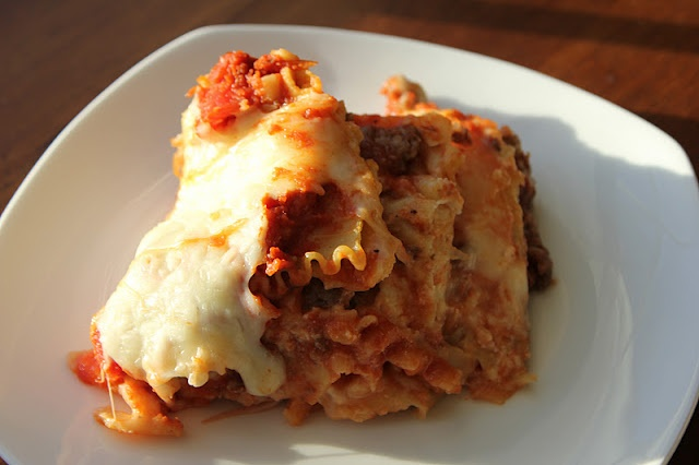 Easy Crockpot Lasagna Add onion and garlic to ground beef, substitute ...