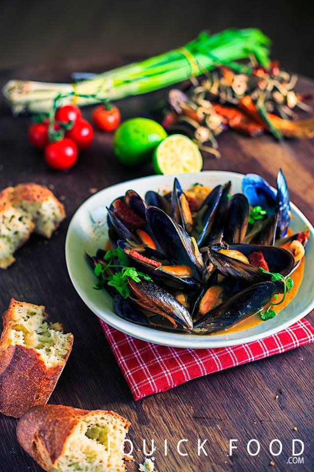 Amazing Mussels in White Wine Sauce and Chorizo