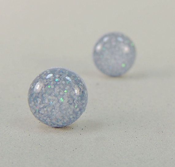 Stud Earrings in Sparkly Periwinkle Gray par POPJewelryStudio, $12.00