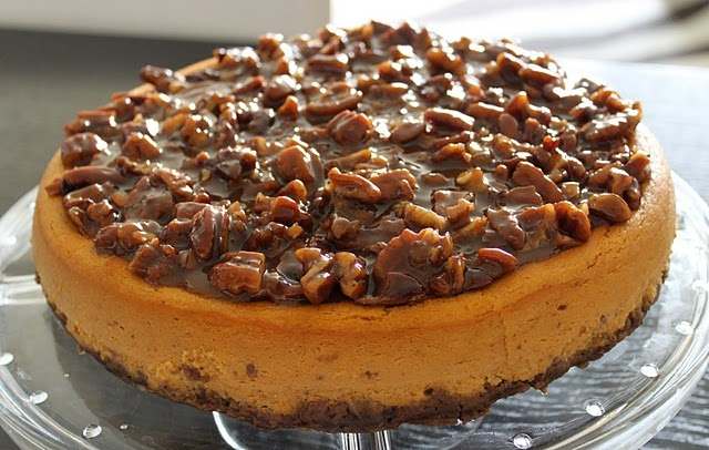 praline cheesecake | Cakes Cheesecakes and Tortes | Pinterest