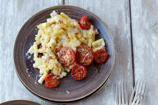 Deluxe macaroni cheese with grilled tomatoes recipe