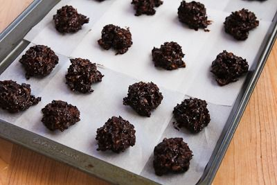 ... Low-Sugar and Flourless Chocolate Coconut Drops with Almonds (Gluten