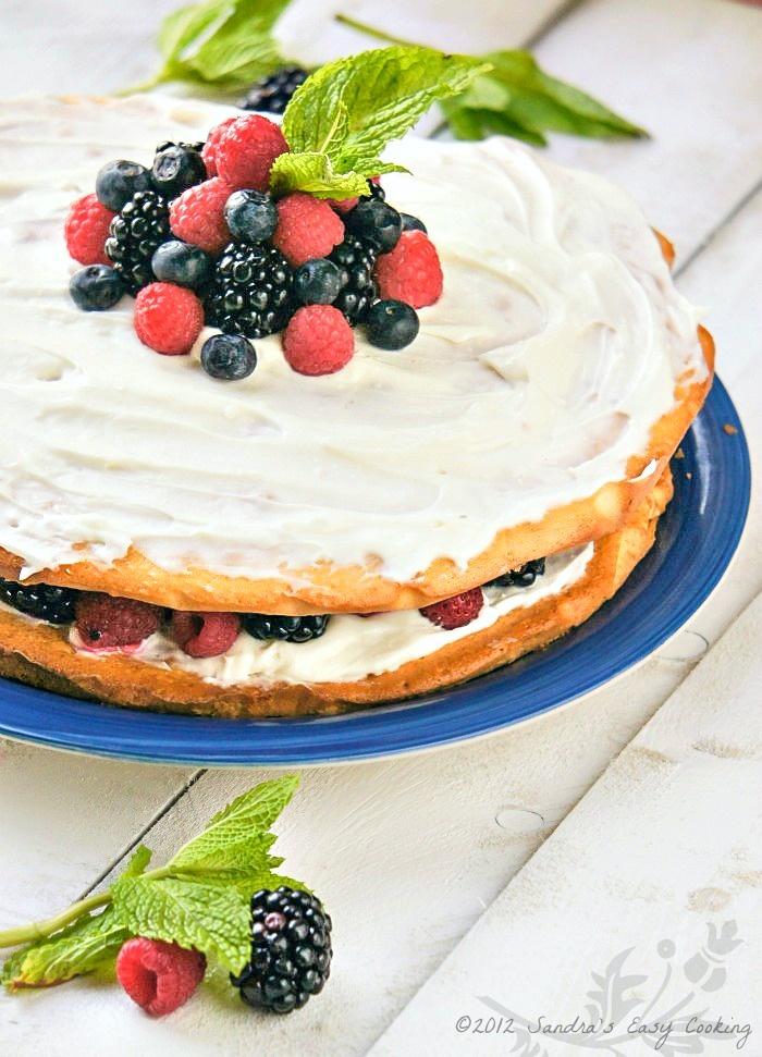 Berry Bursting Cake @Sandra