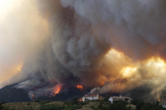 The Waldo Canyon wildfire burns near Colorado Springs, June 26, 2012. (Gaylon Wampler/AP)