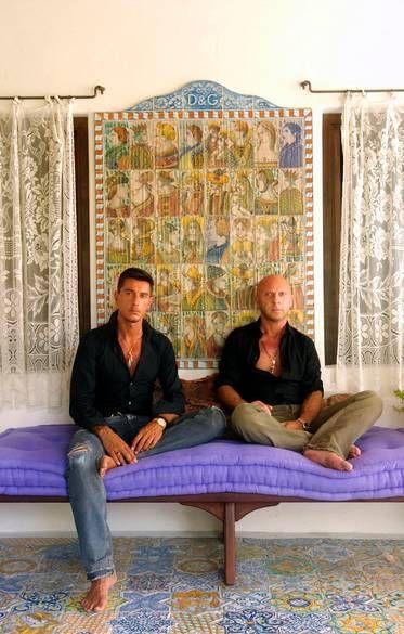 Dolce & Gabbana в своем доме в Стромболи, вулканический остров выкл Сицилии, который вы можете получить, чтобы только на лодке.