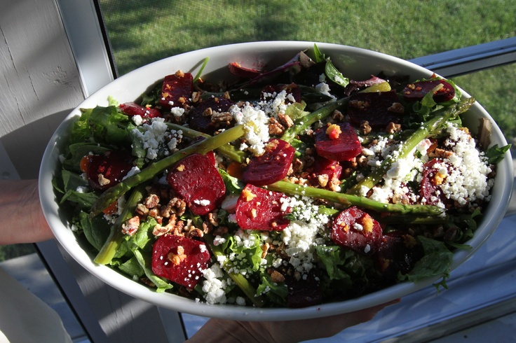 Mixed greens with roasted asparagus and beets, goat cheese and candied ...