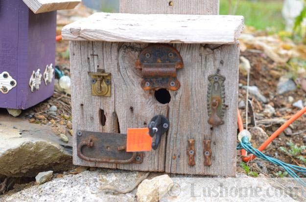 Recycling ideas for making rustic birdhouses from salvaged for Rustic wood crafts ideas