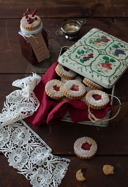 ... linzer-cookies-with-cranberry-jam.html #cookies, #desserts, #holiday