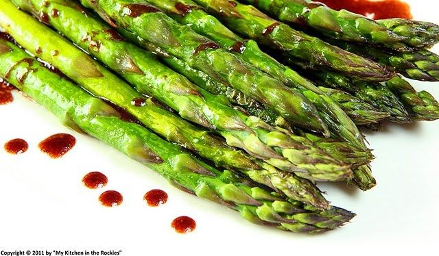 Roasted asparagus with pomegranate vinaigrette