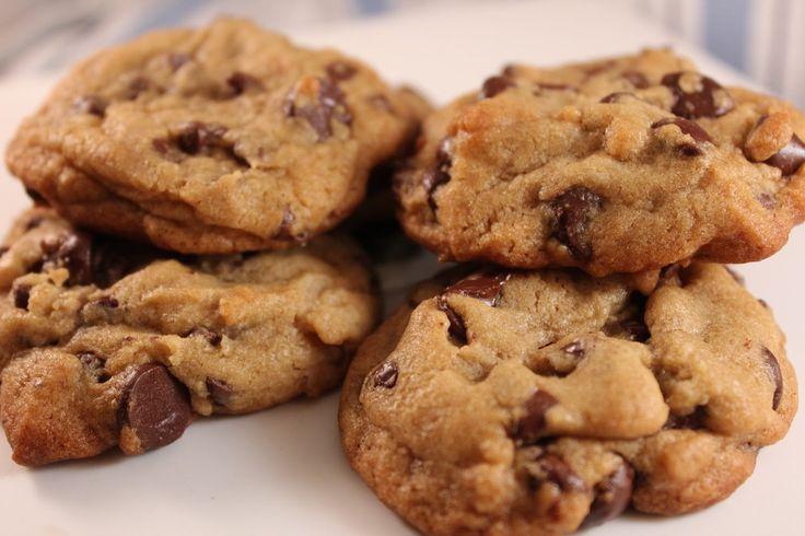Katie Kays Kitchen: Levain Bakery Copycat Chocolate Chip Cookies