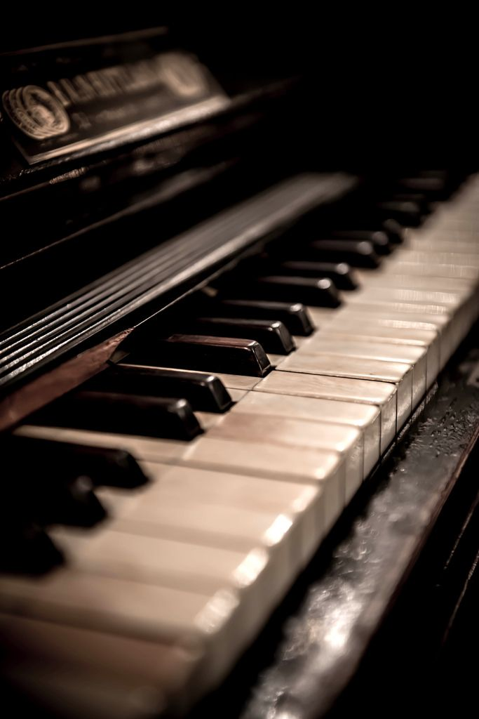 Old piano colour my heart pinterest for Moderni piani a 4 piani