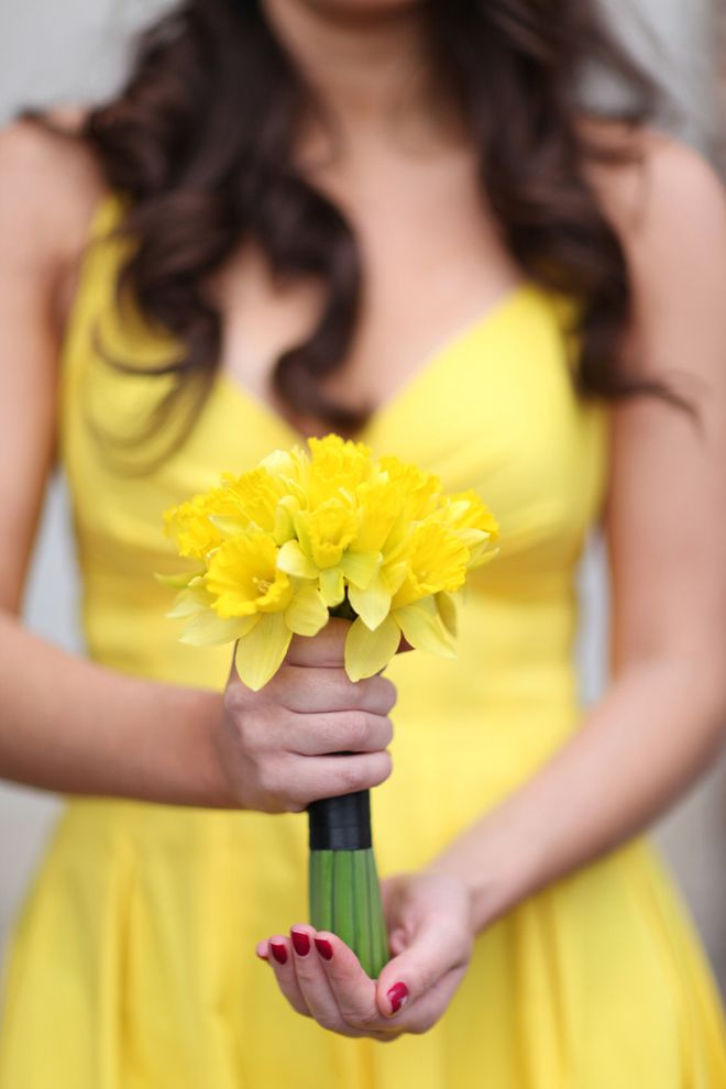 Beautiful monochromatic yellow wedding flowers. The medium yellow dress pairs beautifully with yellow daffodils.