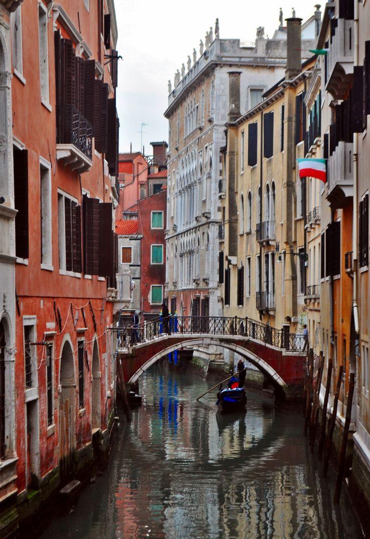 travelingcolors:      Sestiere Cannaregio, Venice | Italy (by Nacho Coca)