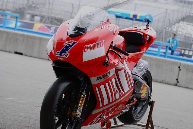Ducati   Flickr - Photo Sharing!