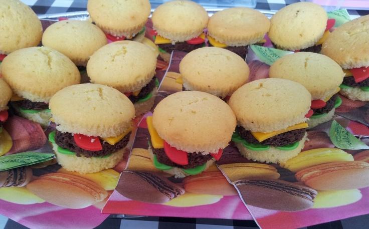 Hamburger muffins | Traktaties | Pinterest